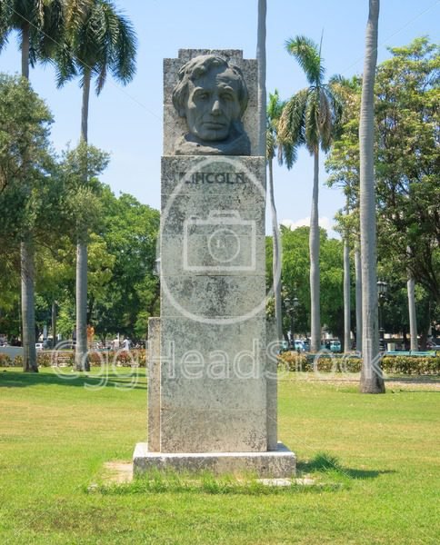 Bust of Abraham Lincoln in Havana, Cuba - EggHeadStock