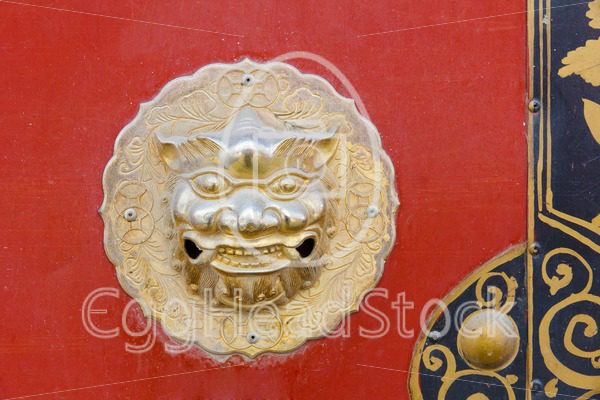 Detail of Chinese door with dragon head - EggHeadStock