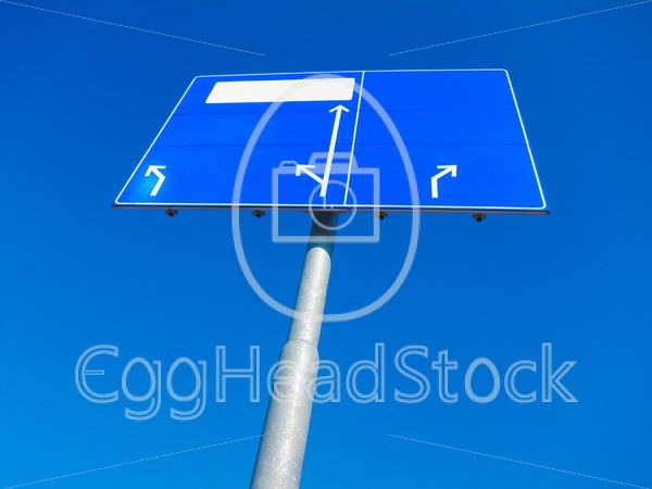 Blank direction sign pointing in different directions - EggHeadStock
